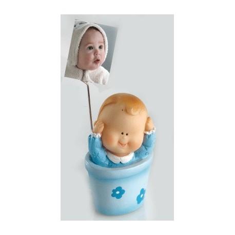 Bebé niño maceta sujeta tarjetas
