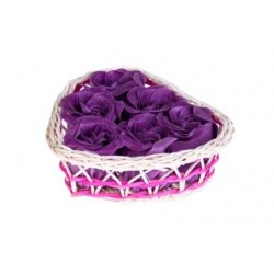 Cestita corazón mimbre con 6 flores de jabón